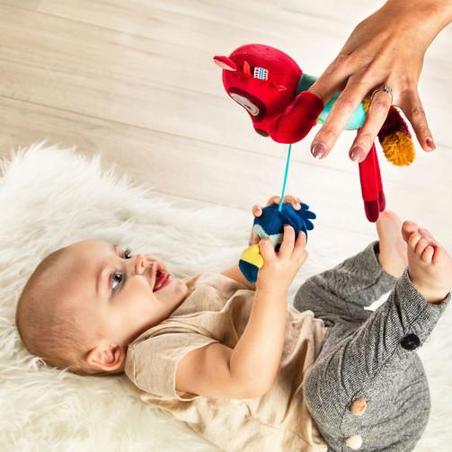 Ручная игрушка-погремушка Lilliputiens лемур Джордж  (арт. 83057)